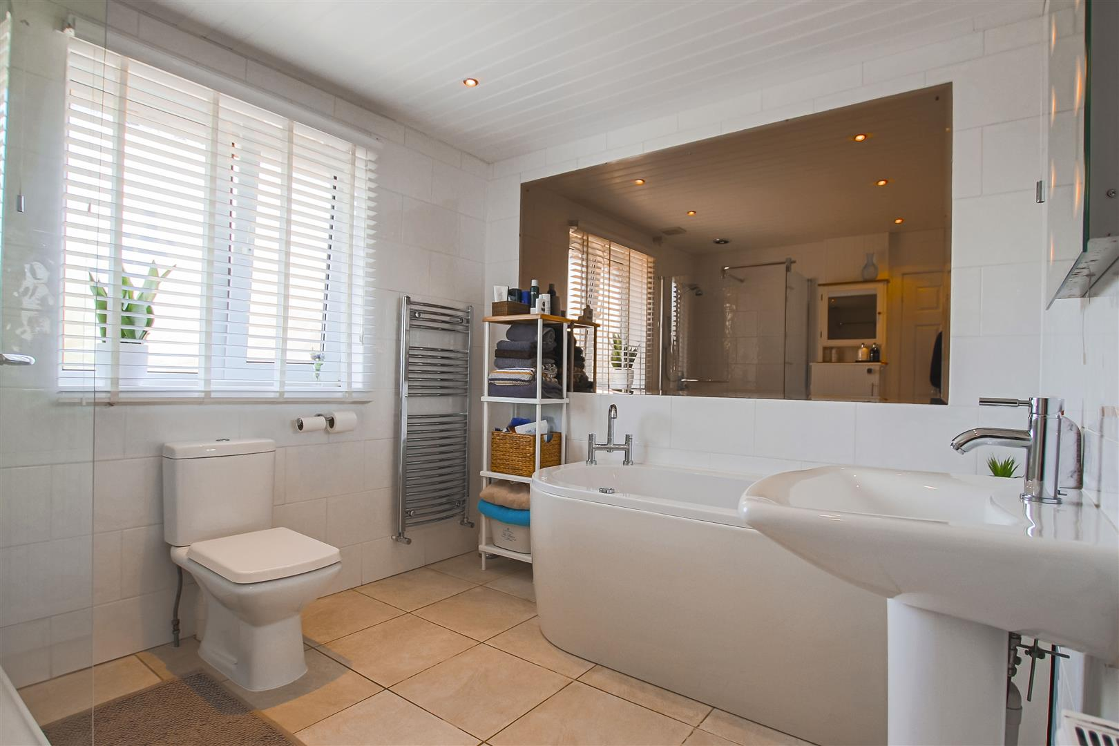 6 Bedroom House For Sale - Image 10